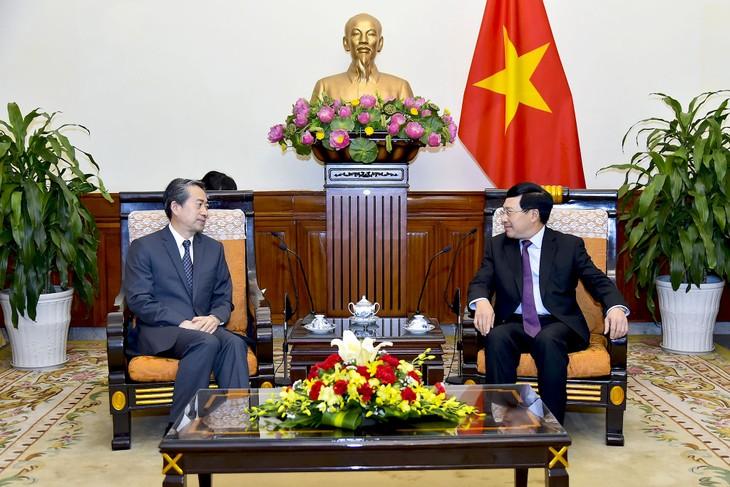 L'ambassadeur de Chine reçu par le chef de la diplomatie vietnamienne - ảnh 1