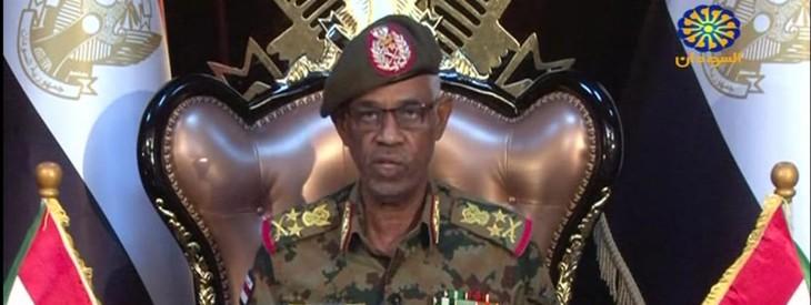Soudan : le chef du Conseil militaire de transition annonce sa démission, les manifestants crient victoire - ảnh 1
