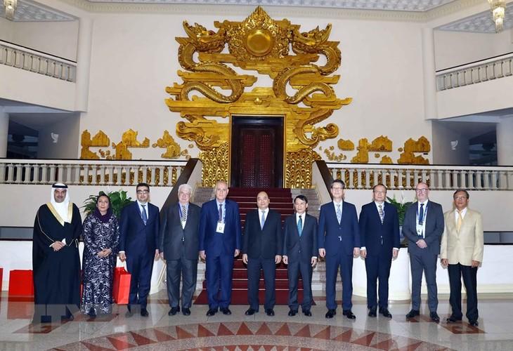 Des journalistes participant à l'OANA 44 reçus par Nguyên Xuân Phuc  - ảnh 1