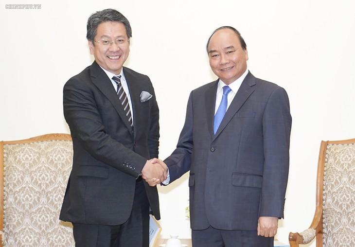Le gouverneur de la JBIC reçu par Nguyên Xuân Phuc - ảnh 1