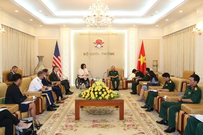 Vietnam-USA: coopération dans la réparation des dommages de guerre et le maintien de la sécurité maritime  - ảnh 1