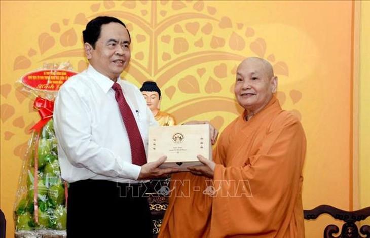 Nouvel An: vœux du président du FPV au président de l'Église bouddhique du Vietnam - ảnh 1