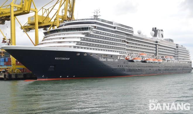 Da Nang accueille un navire touristique étranger  - ảnh 1