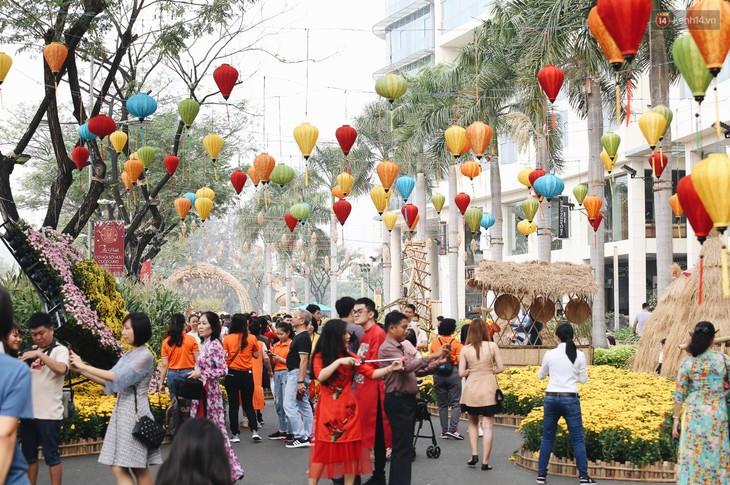 Ambiance du Têt à Hô Chi Minh-ville - ảnh 1