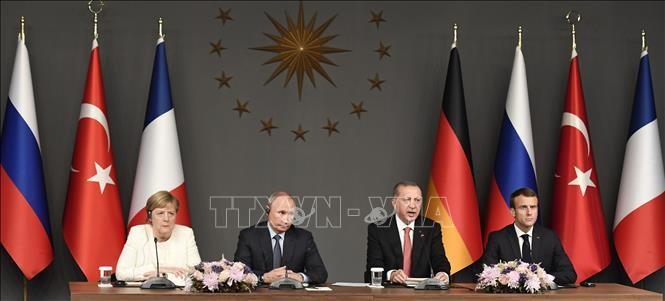 Idlib: Macron et Merkel disent à Poutine être prêts à se joindre aux négociations avec Erdogan - ảnh 1