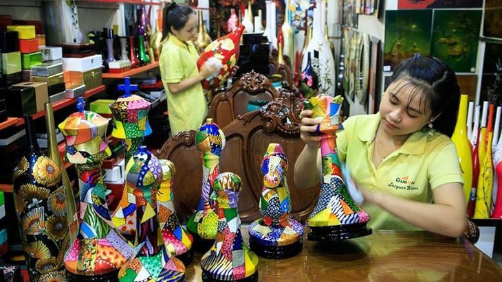 Quand les artisans s'accrochent à la tradition - ảnh 1