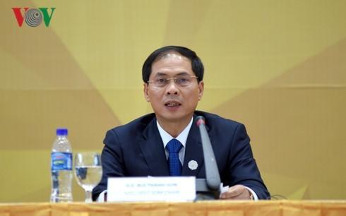 Bùi Thanh Son: Combattre le Covid-19 reste la priorité du Vietnam à l'heure actuelle  - ảnh 1