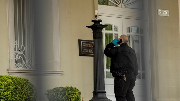 """Les tirs contre l'ambassade de Cuba aux États-Unis constituent """"un crime de haine présumé"""", selon la police - ảnh 1"""