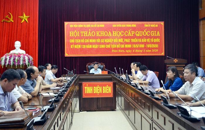 Le Président Hô Chi Minh avec l'oeuvre de Renouveau, de développement et de défense nationale  - ảnh 1
