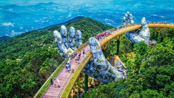 Les Vietnamiens voyagent au Vietnam - ảnh 1