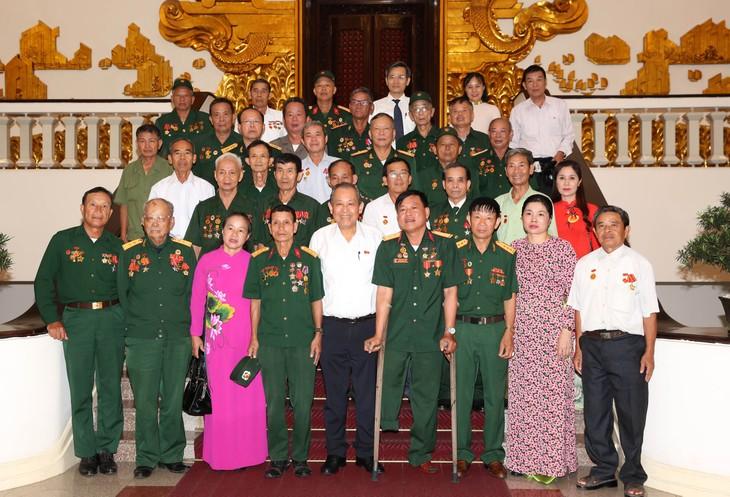Des personnes méritantes de la patrie de Nghê An reçues par Truong Hoa Binh  - ảnh 1