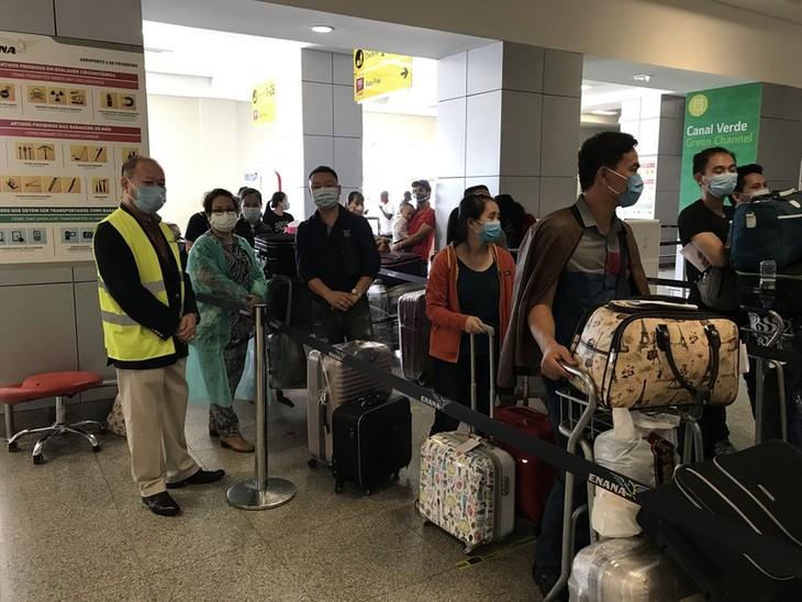 Rapatriement de 309 citoyens vietnamiens d'Angola - ảnh 1