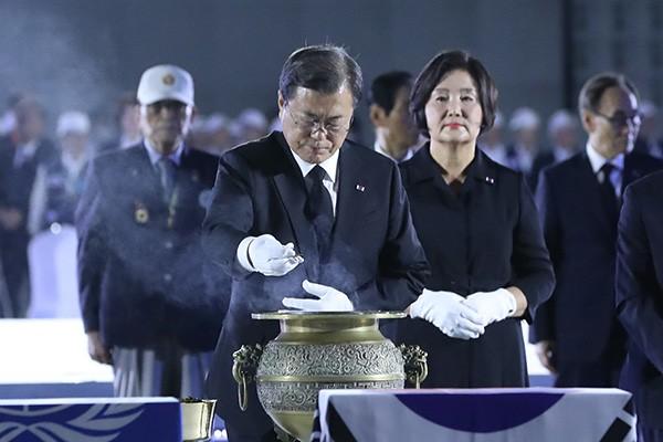 70e anniversaire du début de la guerre de Corée : Moon Jae-in salue les sacrifices des anciens combattants - ảnh 1