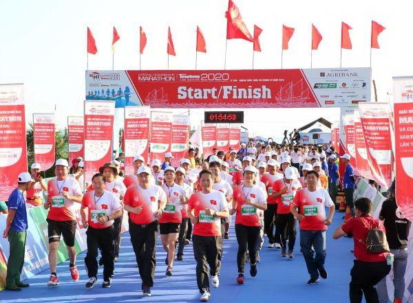 Quang Ngai : coup d'envoi du 61e marathon national 2020 à l'île de Ly Son  - ảnh 1