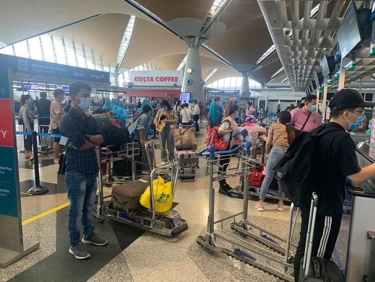 310 Vietnamiens rapatriés de Malaisie - ảnh 1