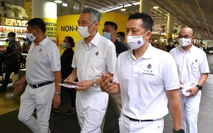 Les Singapouriens votent sous strict contrôle sanitaire - ảnh 1