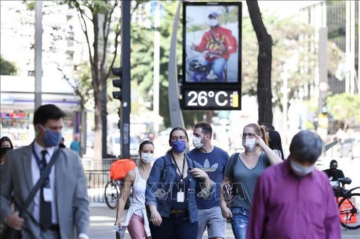 Coronavirus dans le monde: 40 000 personnes vont tester le vaccin russe - ảnh 1
