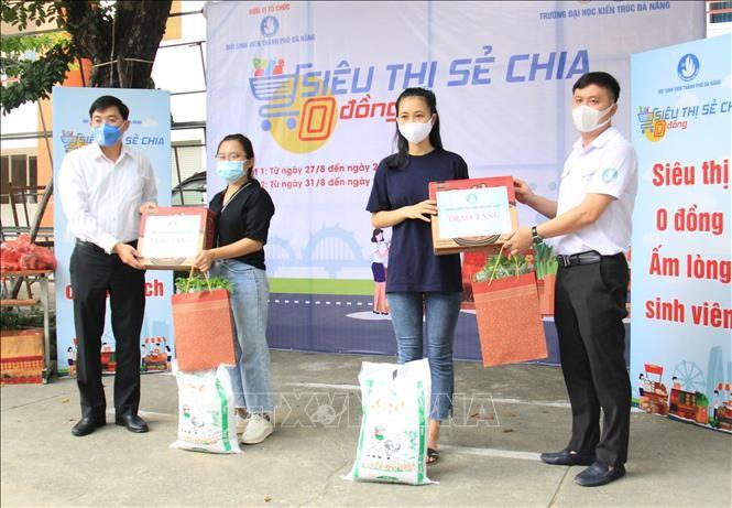 Danang : des « supermarchés gratuits » pour les étudiants impactés par le covid-19 - ảnh 1
