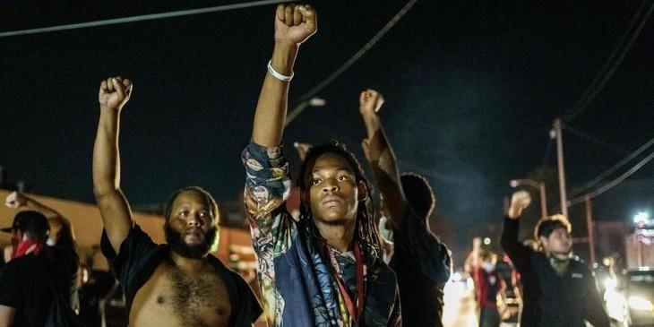 États-Unis : la colère antiraciste enflamme de nouveau les villes américaines - ảnh 1