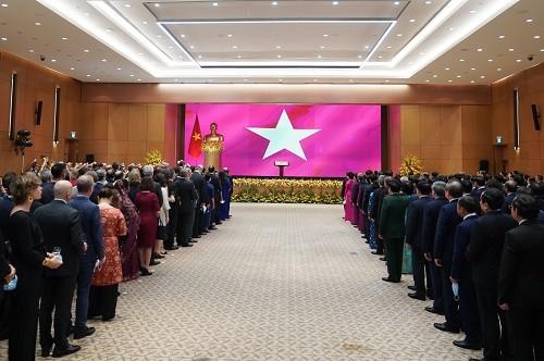 L'avenir du Vietnam va de pair avec la paix, la stabilité, la coopération et la prospérité de la région et du monde  - ảnh 1