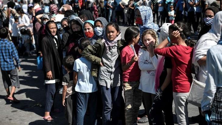Grèce: des milliers de migrants sans abri après les incendies du camp de Moria - ảnh 1