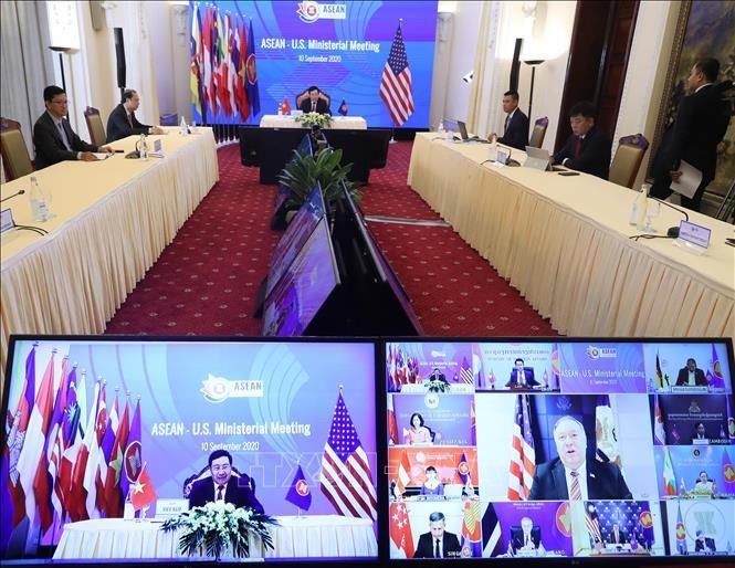 La Chargée d'Affaires américaine salue les efforts du Vietnam en tant que président de l'ASEAN - ảnh 1