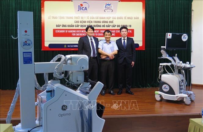 Covid-19: le Japon fait don d'équipements médicaux à l'hôpital de Huê - ảnh 1