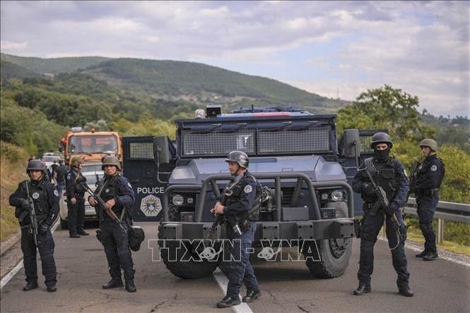 La tension persiste au Kosovo après le déploiement de blindés serbes - ảnh 1