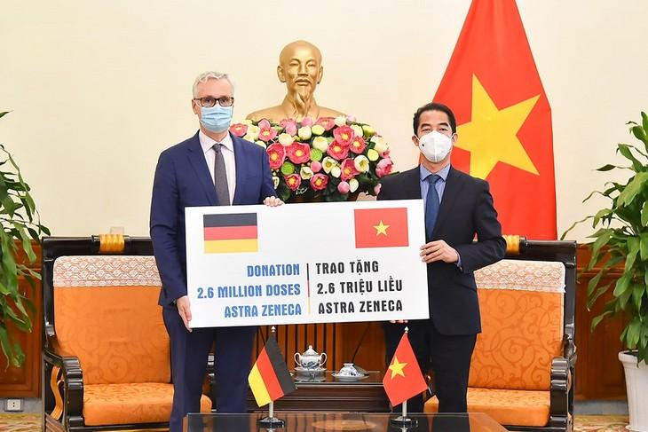 L'Allemagne fait don de 2,6 millions de doses de vaccin anti-Covid-19 au Vietnam - ảnh 1