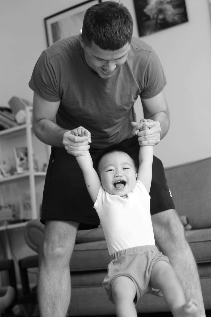 Irish single dad's special bond with Vietnamese baby with cleft lip - ảnh 1