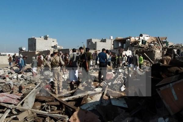 ກຳລັງທະຫານປະສົມອາຣັບສືບຕໍ່ບຸກໂຈມຕີທາງອາກາດໃສ່ເປົ້າໝາຍ Houthi ຢູ່ພາກໃຕ້ Yemen - ảnh 1