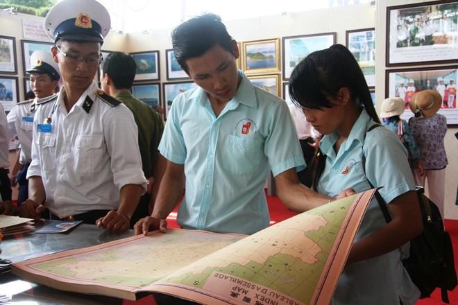 """Ausstellung """"Hoang Sa, Truong Sa Vietnams – die historischen und gesetzlichen Beweise"""" - ảnh 1"""