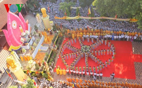 Der Vorsitzende der Vaterländischen Front beglücktwünscht zum buddhistischen Vesak-Fest - ảnh 1