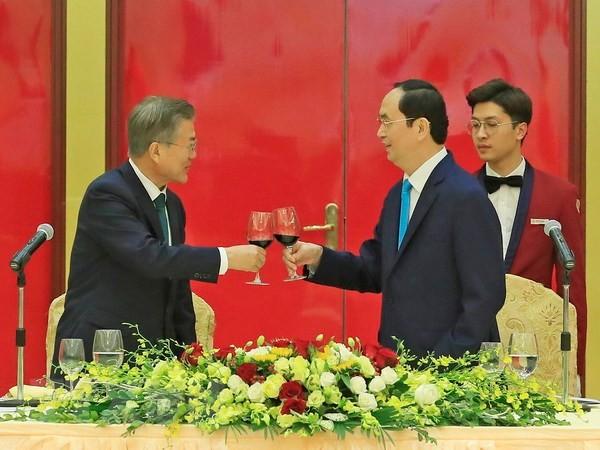 Staatspräsident Tran Dai Quang veranstaltet Galar-Dinner für den südkoreanischen Präsidenten - ảnh 1