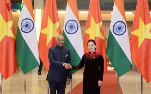 Die Parlamentspräsidentin empfängt den indischen Präsident  - ảnh 1