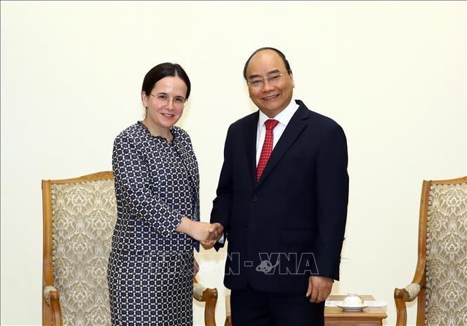 Premierminister Nguyen Xuan Phuc empfängt die rumänische Staatssekretärin Monica Gheorghita - ảnh 1