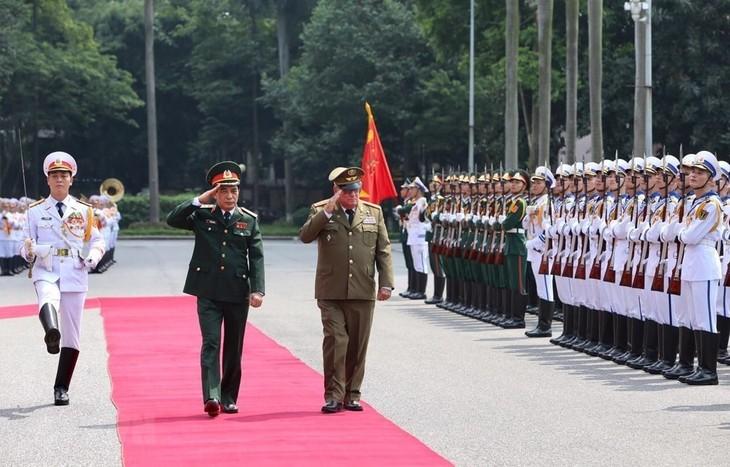 Der Generalstabchef des kubanischen Ministeriums für revolutionäre bewaffnete Streitkräfte zu Gast in Vietnam - ảnh 1
