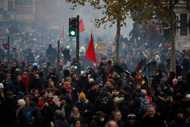 Die französische Regierung will die Streikkrise lösen - ảnh 1