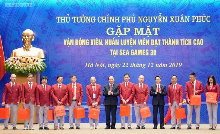 Premierminister Nguyen Xuan Phuc trifft die vietnamesische Sportdelegation bei Südostasienspielen - ảnh 1