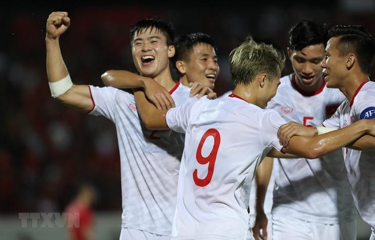 Die vietnamesische Fußballnationalmannschaft wird von FIFA geehrt - ảnh 1
