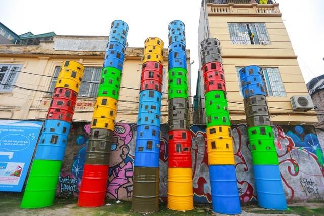 Die Kunststraße erzählt Geschichte über Roten Fluss - ảnh 1