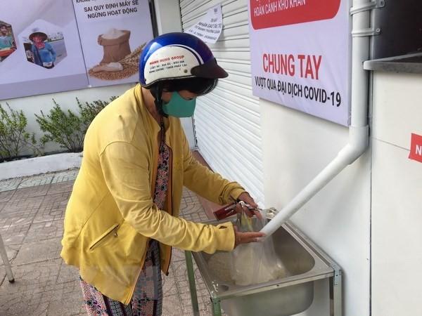 Die Union der Freundschaftsgesellschaft von Ho-Chi-Minh-Stadt spendet für Bedürftige wegen Covid-19 - ảnh 1
