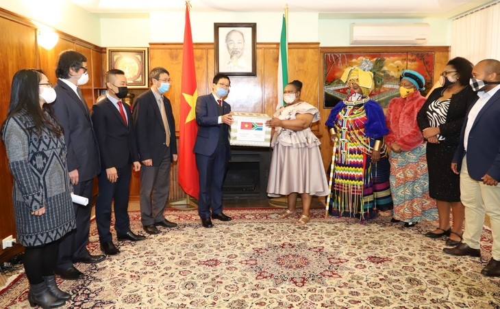 Die vietnamesische Botschaft in Südafrika unterstützt Einheimische bei Covid-19-Bekämpfung - ảnh 1