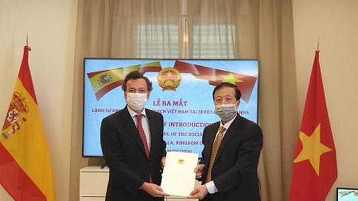 Ernennung des vietnamesischen Honorarkonsuls in Sevilla in Spanien - ảnh 1