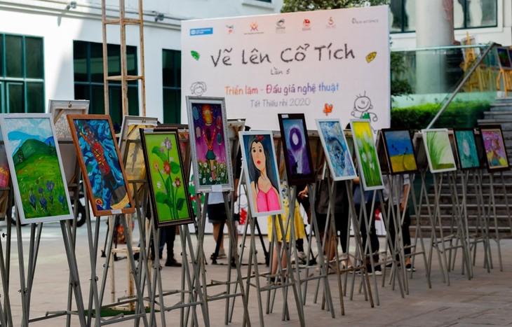 Die kleinen Maler bilden Stiftung für Patienten aus armen Verhältnissen - ảnh 1