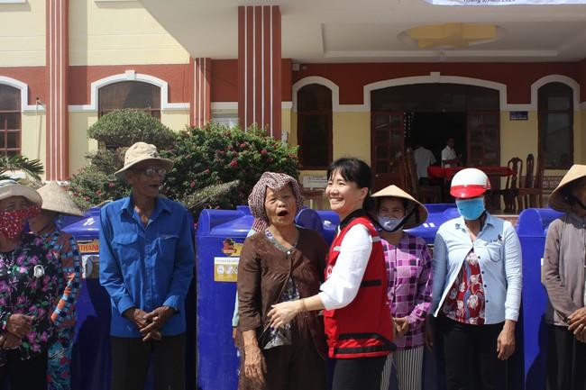 UNICEF unterstützt die Opfer der Dürre und der Covid-19-Epidemie in Ninh Thuan - ảnh 1