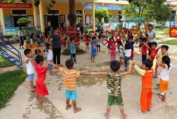 Kinder gehören zu der besonders gepflegten Gruppe in Vietnam - ảnh 1