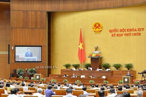 Die Abgeordneten beraten den Beschluss über die Sonderfinanzpolitik für Hauptstadt Hanoi  - ảnh 1