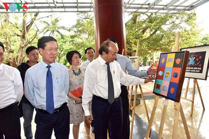 Ausstellung der Bilder der vietnamesischen Maler während der sozialen Distanzierung - ảnh 3