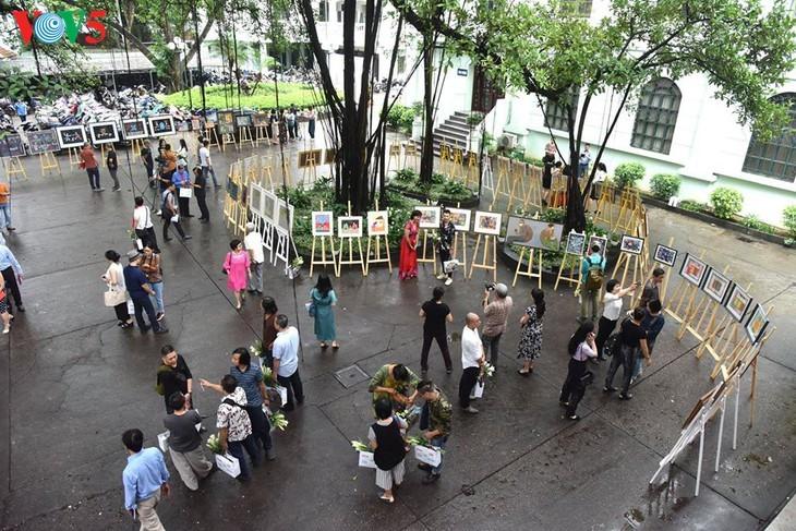 Ausstellung der Bilder der vietnamesischen Maler während der sozialen Distanzierung - ảnh 5